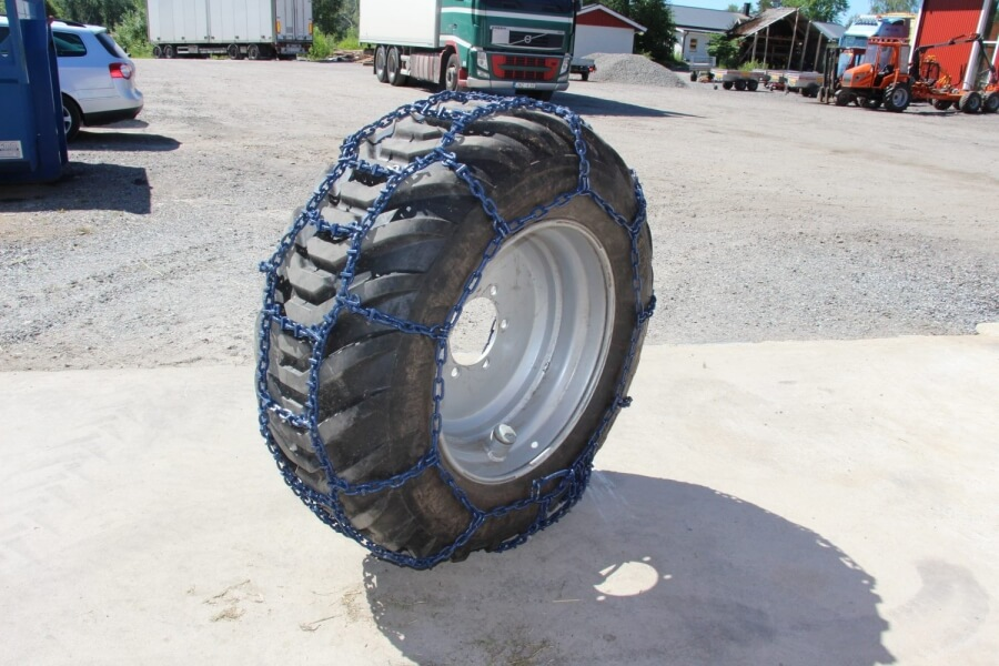 Chains for the front wheels