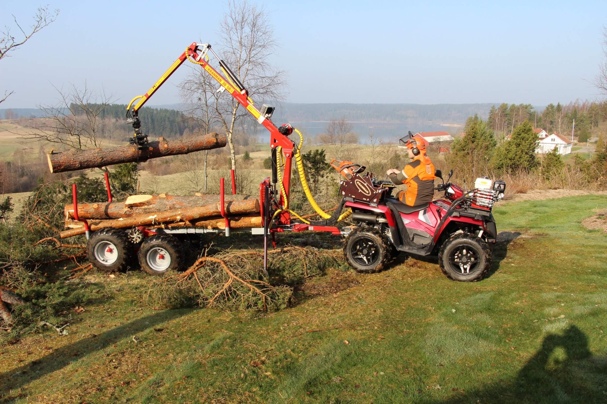 Crane man T1750 with polar ice 570 loads logs